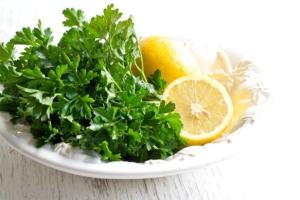 Пилинг от пигментных пятен: рецепт с лимоном и петрушкой