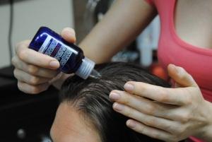 Эффективность механического и химического пилинга кожи головы