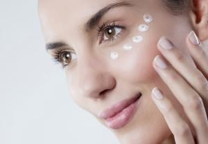 Маска для кожи вокруг глаз: правила ухода